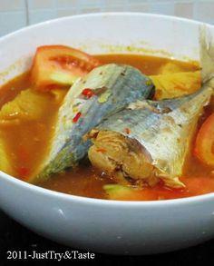 Lempah kuning, masakan ikan berkuah kuning yang pedas dan asam
