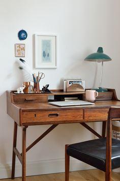 Homeoffice - klassisch und stilvoll! Vintage Schreibtisch mit kleinen Details.