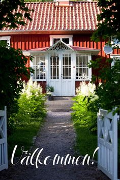 I mitt paradis: Det första man ser. Norwegian Style, Swedish Style, Scandinavian Home, Nordic Home, Swedish Cottage, Sweden House, Red Houses, Beautiful Homes, New Homes