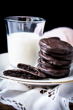 Gluten Free & Keto Thin Mints Girl Scout Cookies Less than 1g net carbs a pop! #ketocookies #ketothinmints