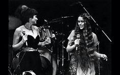 Nicolette & Linda perform during the 1979 Lowell George Benefit at the LA Forum.
