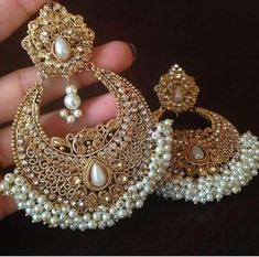 Ideas Indian Bridal Accessories Jewelry Earrings For 2019 Indian Jewelry Earrings, Indian Jewelry Sets, Jewelry Design Earrings, Gold Earrings Designs, Fashion Earrings, Bridal Jewelry, Bridal Accessories, India Jewelry, Jhumkas Earrings