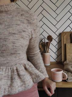 Peplum sweater (english version) – a nordic knitting tale - Ideen finanzieren Peplum Sweater, Knit Shirt, Raglan Pullover, Crochet Wool, Knit Fashion, Knitwear, Knitting Patterns, Outfits, Sweaters