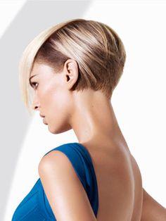 Il bob asimmetrico rivisitato – All My Hair Short Bob Hairstyles, Pretty Hairstyles, Corte Y Color, Sassy Hair, Haircut And Color, Great Hair, Awesome Hair, Hair Today, Hair Dos