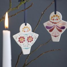 Pentru sezonul de toamna ce a sosit, Rowen & Wren ne propune o serie de colectii de obiecte de decoratiuni pentru casa, de la vaze pentru flori si lampi, la globuri din sticla si ingeri pictati sau diverse obiecte ceramice. Preferatele mele sunt fructele ceramice si ingerasii pictati.