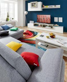 Der farbenfrohe Teppich von Nuria vertreibt Alltagsfrust aus dem Wohnzimmer. Die…