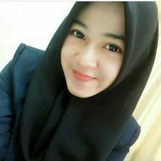 In Hijaber: Must Watch Actions of Beautiful Hijab Girl Beautiful Hijab Girl, Beautiful Muslim Women, Beautiful Lips, Hijab Niqab, Hijab Chic, Mode Hijab, Hijabi Girl, Girl Hijab, Modern Hijab Fashion