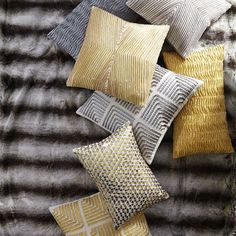 Оригинальные подушки разных цветов