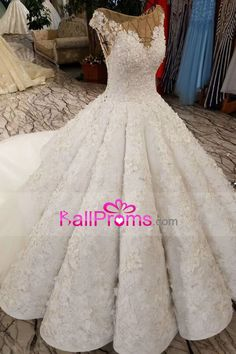 2018 Ball Gown Wedding Dresses Royal Train Bateau Top Quality Lace