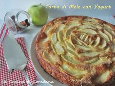 apple pie with yogurt Cooking Cake, Cooking Recipes, Healthy Recipes, Apple Recipes, Sweet Recipes, Fat Burning Diet, Italian Desserts, Toddler Meals, Light Recipes
