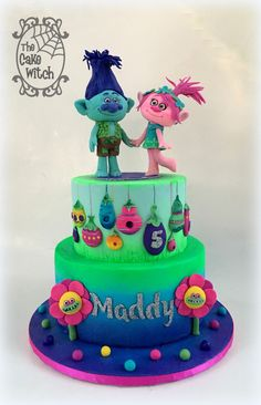 Trolls Cake - Poppy and Branch figurines and trolls houses