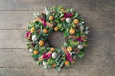 How to make a wreath - Christmas Wreath (houseandgarden.co.uk)