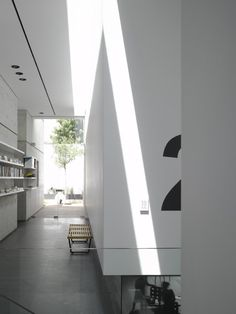 Minimalist House // Brilliant white and bold supergraphics at the eHouse by Axelrod Architects