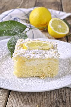 Lemon Cake with Yogurt & Crumble / Greek yogurt coffee cake. Cupcakes, Cake Cookies, Lemon Recipes, Sweet Recipes, Low Calorie Cake, Muffins, Pudding Cake, Coffee Cake, Yummy Cakes
