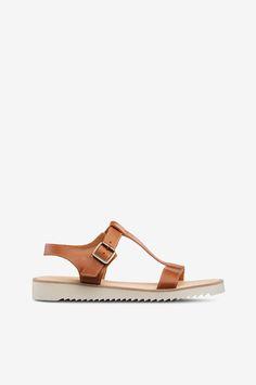 Sandaler Rindö EP från Kavat är en öppen och skön sandal i Kavats fina, kromfria Eco Performance läder, bra både för dig och miljön. Metallspänne vid ankeln justerar passfirmen. Sandalerna är ofodrade och en mjukstoppad skinninnersula. Den lättviktiga, stötdämpande EVA-yttersulan har grovräfflat mönster. Som alla Kavatsskor är de fria från PVC, teflon, PTFE och andra fluorerande kolväten.   Storlek = innermått  36 = 236 mm     37 = 243 mm     38 = 250 mm     39 = 256 ...