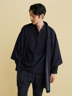 fashion male Kimono Fashion trends and outfits for sale Fashion Moda, Kimono Fashion, Look Fashion, Fashion Outfits, Fashion Trends, Fashion Design, Japanese Men, Japanese Fashion Men, Japanese Coat