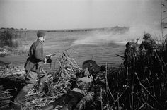 Советские солдаты у берега реки. Битва за Днепр. 2МВ. 1943 г.