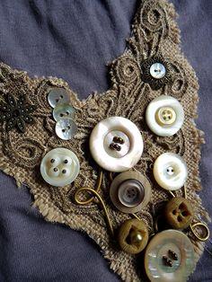 ********Collar Babero con botones by Thelma., via Flickr