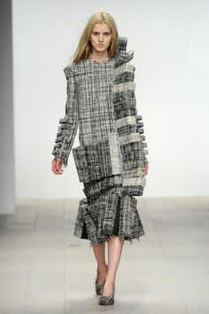 Wearable Art - textured dress with soft blocks seamlessly stitched into the surface Hellen van Rees 3d Fashion, Fashion Gallery, Fashion Fabric, Fashion Outfits, Fashion Design, Ugly Outfits, Cool Outfits, Structured Fashion, Tweed Fabric