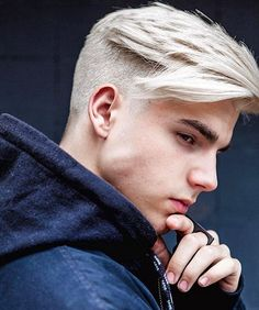 #HairManStyles ⬜️✂️ #HairColor #PlatinumHair // metrez07
