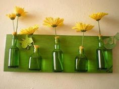 Bottle line up Recycling, Diy Recycle, Decorating Your Home, Diy Home Decor, Easy Crafts, Easy Diy, Glass Ceramic, Dose, Recycled Crafts