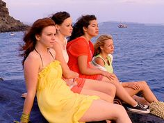 The Sisterhood of the Traveling Pants cast are best friends in real life. :)