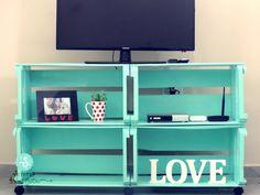 Diy home decor Diy home decor Crate Furniture, Furniture Makeover, Living Room Furniture, Diy Rack, Diy Home Decor, Room Decor, Wooden Crates, Wood Boxes, Home Organization