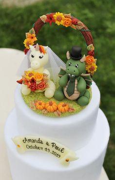 Dragon Wedding Cake, Fall Wedding Cakes, Autumn Wedding, Woodland Wedding, Rustic Wedding, Groom Colours, Unicorn Wedding, Funny Wedding Cake Toppers, Geek Wedding