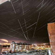 Strartrails and planes from the balckony #stars #startrails #nightphotography #astrophoto #vscolightroom #vsco #vscogood #vscorussia #longexposure #6d #canon #landscape #night_city #space #night_sky #space #astronomy #astrophoto #slowshutter #pushkinru