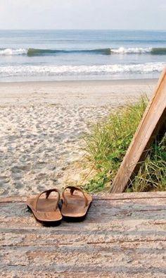 How to Take Good Beach Photos Cottages By The Sea, Beach Cottages, Beach Please, Good Vibe, I Love The Beach, Jolie Photo, Sea And Ocean, Beach Scenes, Beach Bum