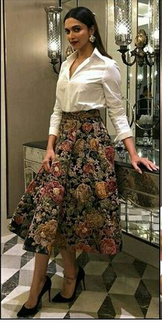 Try these new offbeat cocktail wedding attire that will stand you out from the crowd. And these are super stylish, wedding guest attire for female Dress Indian Style, Indian Dresses, Indian Outfits, Indian Designer Outfits, Designer Dresses, Stylish Dresses, Fashion Dresses, Fashion Clothes, Cocktail Wedding Attire