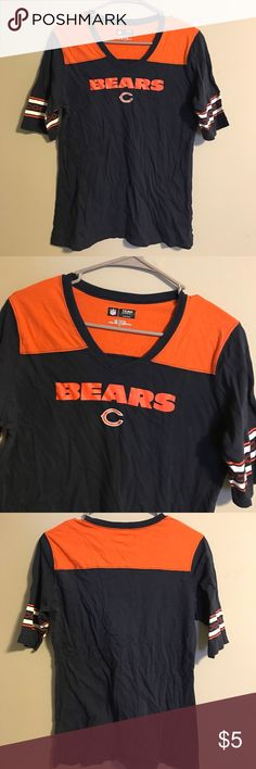 Comfy Casual NFL Bears Tee Large Size large. Great for football Sunday or casual wear. Very, very minor wear on the print. NFL Tops Tees - Short Sleeve