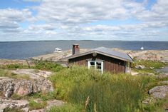 Tove Jansson spent all her life the summers in the Pellinge archipelago in Porvoo. This is her cottage at Klovharun.