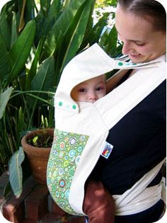 This is how the hood should be attached of a mei tai. Mei Tai Baby Carrier, Sling Carrier, Baby Wearing Wrap, Baby Sling, Sewing For Kids, Baby Dress, Baby Car Seats, Baby Gifts, New Baby Products