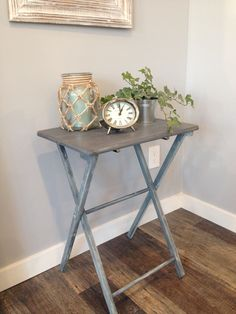 Convert regular TV trays into end tables, night stands, or hallway tables. Tv Tray Makeover, End Table Makeover, Furniture Makeover, Diy Furniture, Upcycled Furniture, Modern Furniture, Furniture Design, Tv Dinner Table, Tv Dinner Trays