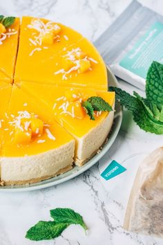 This cheesecake is very refreshing! It feels like you're eating an ice-cream somewhere in Hawaii (cause mango! Mango Desserts, Mango Recipes, Best No Bake Cheesecake, Mango Cheesecake, Baked Cheesecake Recipe, Mango Pie, Mango Cream, Ice Cream, Mango Mousse Cake