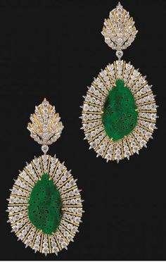Gianmaria new pendant earrings in yellow gold with diamonds and jade by Buccellati.