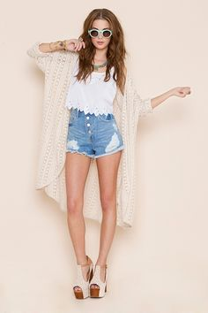 perfect bonfire/ outdoor concert outfit.