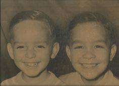 Mi hermano Adrian y yo cuando eramos niños hace mucho tiempo atras !