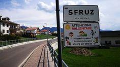 """In Trentino, nella piccola località della Val di Non, l'assessora Patrizia Poli ha fatto votare l'affissione del cartello: """"Attenzione,"""