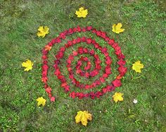 spiral labyrinth made red Maple leaves Labyrinth Garden, Photoshop Filters, Caillou, Pebble Beach, Natural Materials, Stepping Stones, Different Colors, Finding Yourself, Kids Rugs