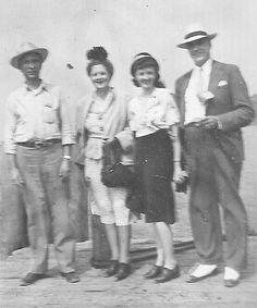 Bonnie and Clyde Ambush Site Bonnie Et Clyde, Bonnie And Clyde Photos, Bonnie Parker, Mafia, Elizabeth Parker, Different Kinds Of Love, Louisiana History, Creepy Photos, The Way I Feel