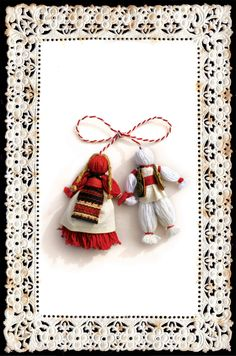 martisor Diy And Crafts, Arts And Crafts, Magic Day, Wedding Mugs, Christmas Ornaments To Make, Gold Labels, All Craft, Vintage Greeting Cards, Collage