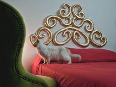 Made of washable and waterproof fabric, this innovative design is a cushion shaped like a Baroque wooden headboard.