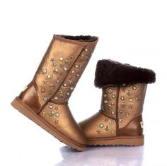 Jimmy Choo & Ugg Women's Short Metallic Boot With Studs Gol Ugg Snow Boots, Kids Ugg Boots, Uggs For Cheap, Ugg Boots Cheap, Jimmy Choo, Suede Boots, Leather Boots, Knit Boots, Ankle Boots