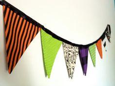 Reusable fabric Halloween banner. #halloween #fabricbanner #fabricbunting #banner #bunting #partydecor #partysupplies #mantle #decor #reusable #holidaydecorations  sweetoctobershop.etsy.com