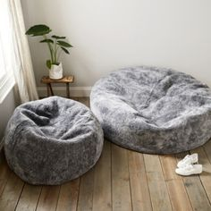 Once you sink into this super-sumptuous beanbag, you won't want to get out. Made from pure Australian and New Zealand curly sheepskin, which is renowned for its natural durability, temperature-regulating benefits and hypo-allergenic nature, it&rs Cute Bedroom Ideas, Room Ideas Bedroom, Bedroom Decor, Chill Room, Cozy Room, Corner Sofa Living Room, University Rooms, Hangout Room, Uni Room