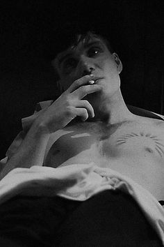 Tommy Shelby in bed smoking. Peaky Blinders Tommy Shelby, Peaky Blinders Thomas, Cillian Murphy Peaky Blinders, Estilo Gangster, Murphy Actor, Peaky Blinders Wallpaper, 007 Casino Royale, Peaky Blinders Quotes, Uk Tv Shows