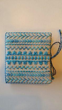 전 야생화자수가 전문?인데 요즘은 필요에 의해 프랑스자수를 익히고 있어요 처음엔 좀 어색했는데 프랑스... Border Embroidery, Embroidery Motifs, Embroidery Hoop Art, Needle Book, Needle And Thread, Cross Stitch Finishing, Cutwork, Pin Cushions, Textiles
