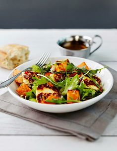 Sweet Potato and Halloumi Salad Halloumi Salad, What You Eat, Bruschetta, Sweet Potato, Spinach, Food And Drink, Cooking Recipes, Potatoes, Baking